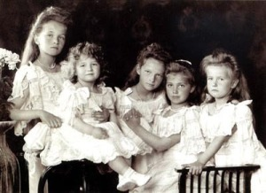 Anastasia-Romanov-with-her-siblings-anastasia-romanov-18577652-400-291